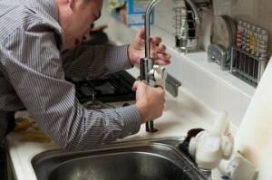 Cómo arreglar un grifo que gotea